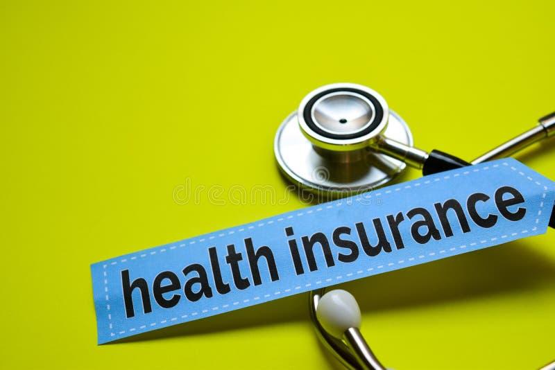 特写镜头与听诊器概念启发的健康保险在黄色背景 图库摄影