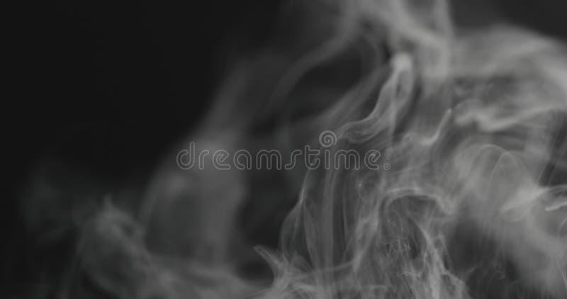特写镜头从权利的蒸气小河在黑背景 库存照片