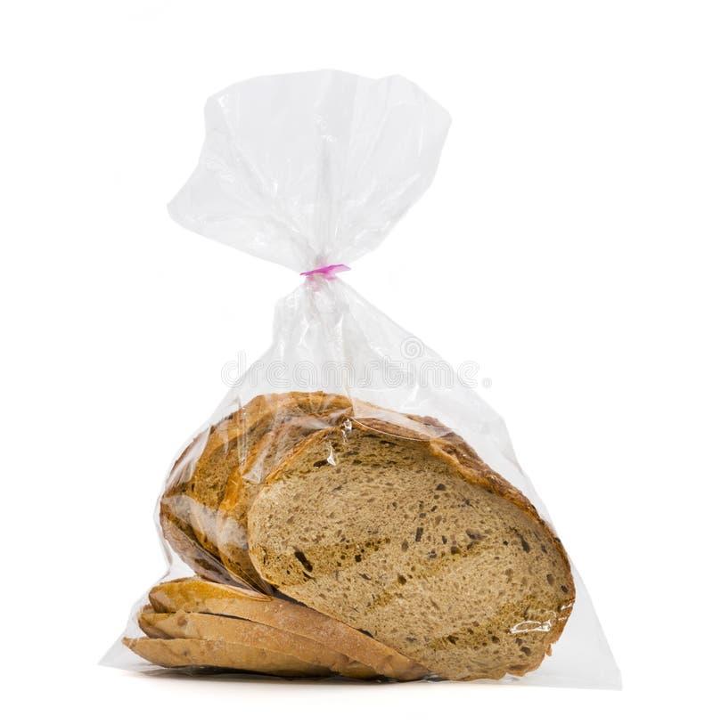 特写镜头在白色背景隔绝的塑料袋的面包大面包 库存图片