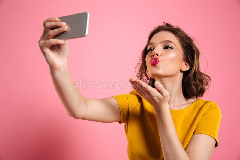 特写镜头射击了有明亮的构成sendi的年轻可爱的妇女 库存照片