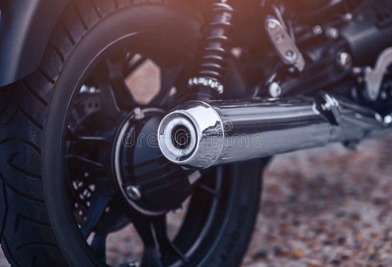 特写镜头摩托车有经典轮子的排气管 免版税库存图片