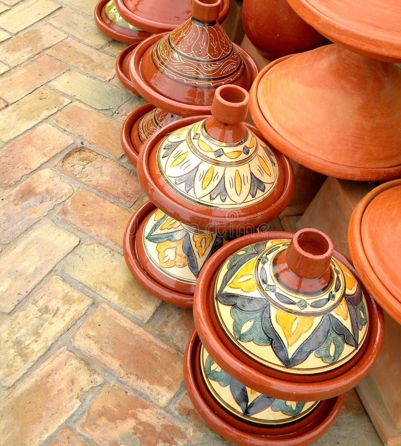 特写镜头摩洛哥tajine传统烹调罐,赤土陶器和陶瓷 免版税图库摄影