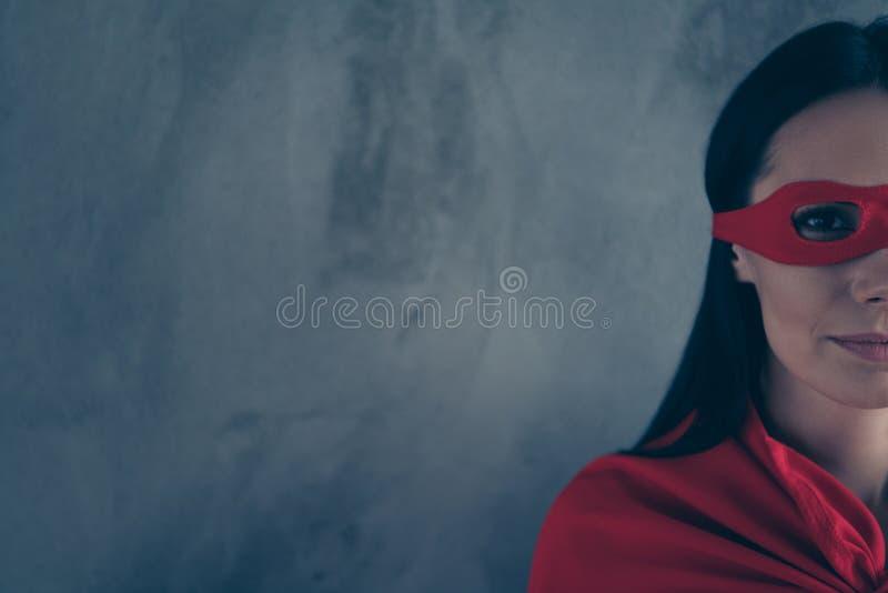 特写镜头播种的画象她她nice-looking可爱的逗人喜爱的迷人的可爱的神奇夫人佩带的英雄神色 免版税图库摄影