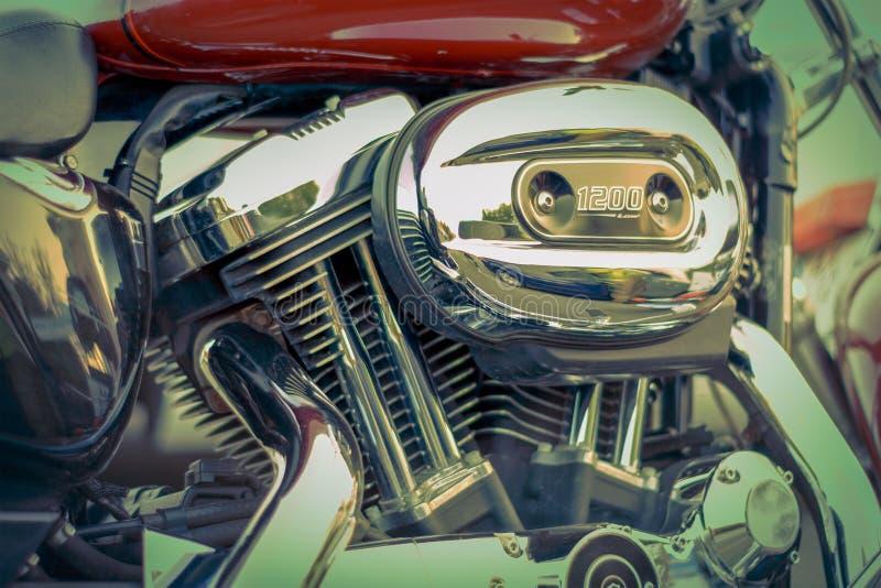 特写镜头有空气过滤器的摩托车引擎 库存照片