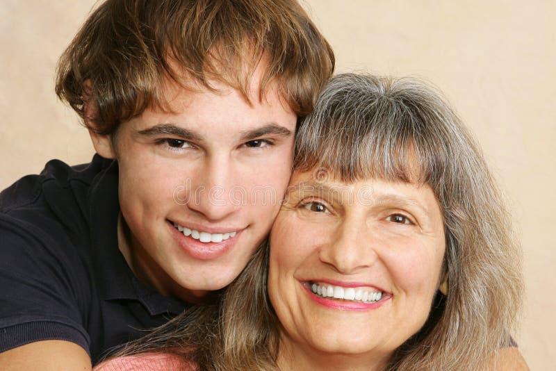 特写镜头母亲儿子 免版税库存照片