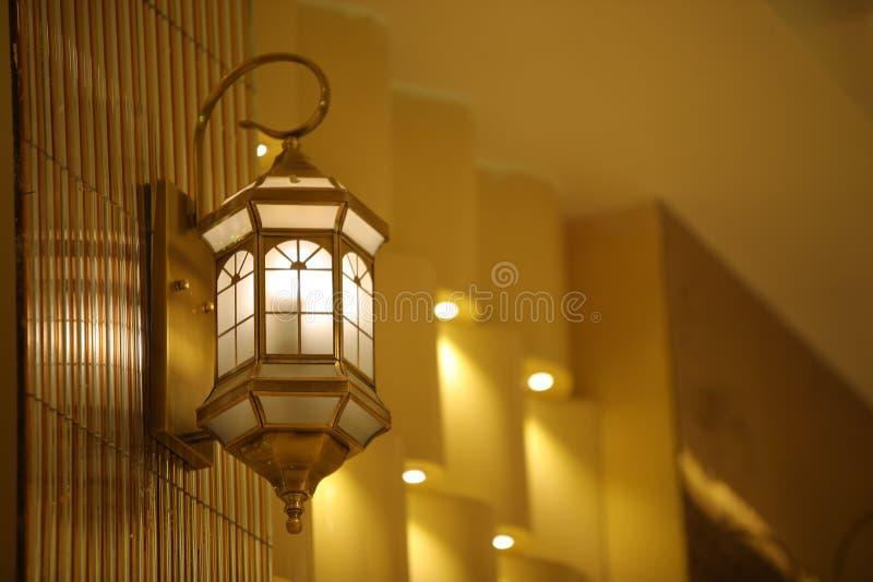 特写镜头现代垂悬的Lightinge灯 免版税库存照片
