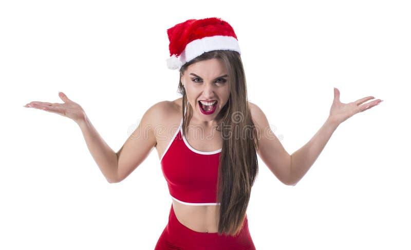 特写镜头画象,苦涩,生气的恼怒,脾气坏,有圣诞老人项目帽子拳头的帮手妇女在空气,尖叫,叫喊 免版税库存图片