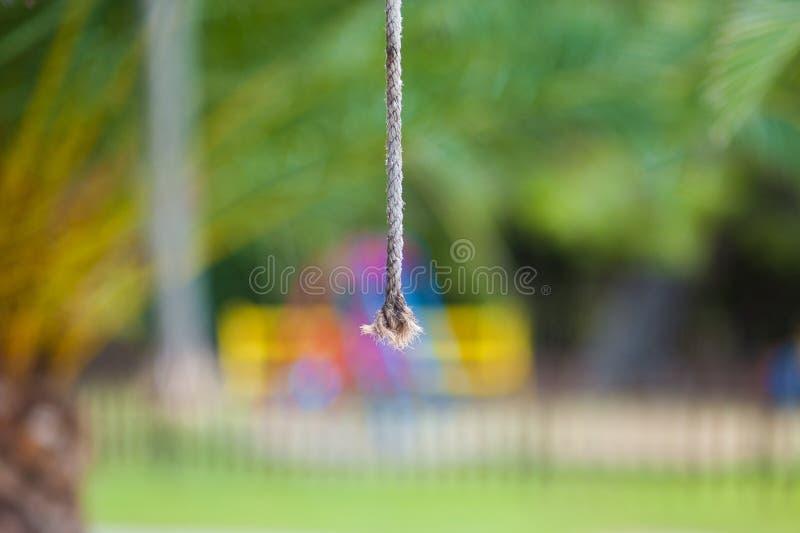 特写镜头绳索,垂悬的绳索,拉扯门打开的绳索 库存照片