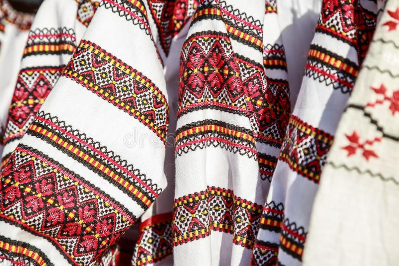 特写镜头罗马尼亚传统服装,Ie 免版税库存图片