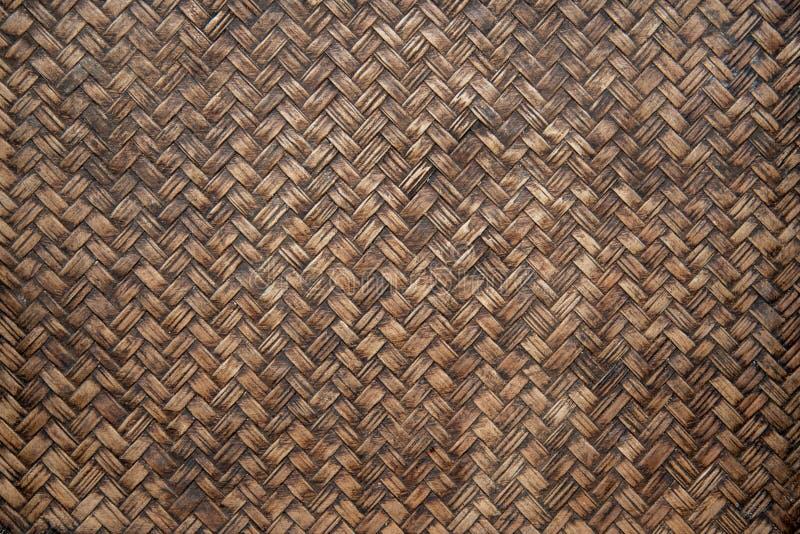 特写镜头老棕色竹编织的纹理,被编织的木样式葡萄酒样式 免版税图库摄影
