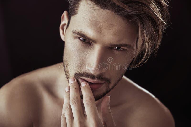 特写镜头英俊的人纵向 库存图片