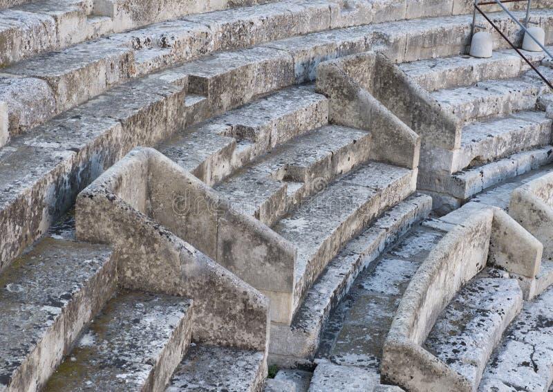 特写镜头视图,罗马圆形露天剧场,广场Sant ` Oronzo,莱切,意大利 免版税库存照片