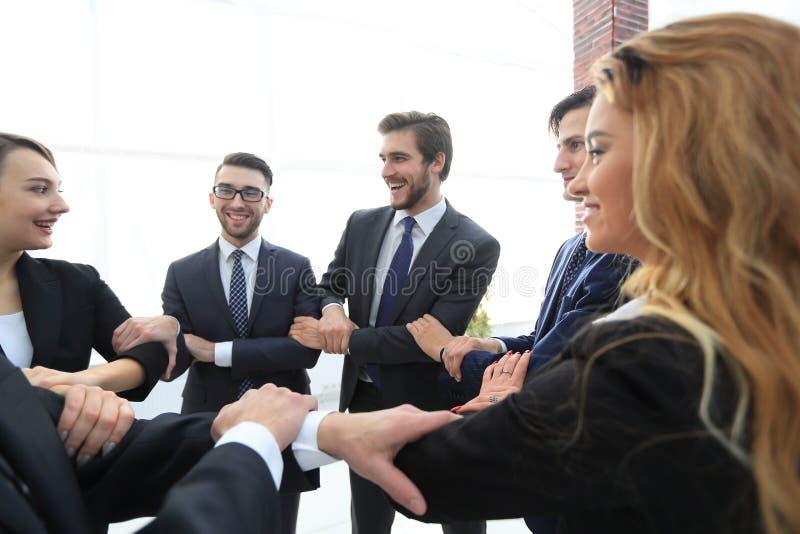 特写镜头 显示他们的团结的企业队 库存图片