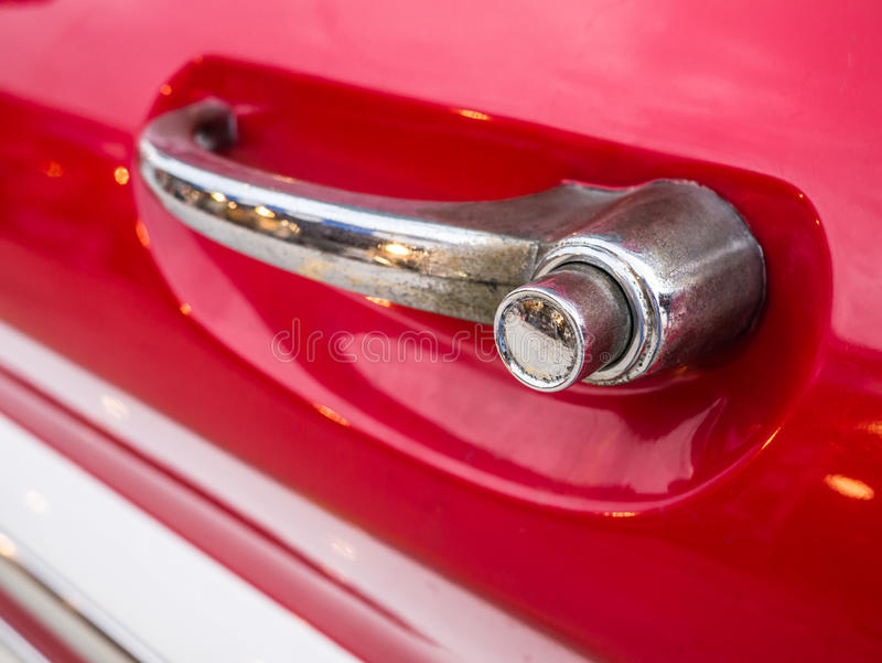 Download 特写镜头经典汽车的把柄门,有更加肮脏的尘土和ru 库存图片. 图片 包括有 背包, 金属, 豪华, 投反对票 - 62527831