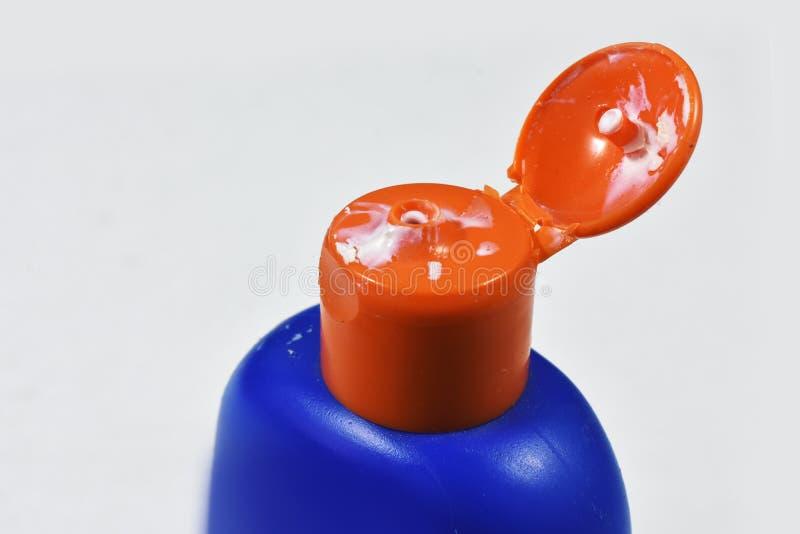 特写镜头化妆水瓶和干燥化妆水加盖浅DOF 免版税库存图片