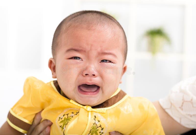特写镜头哭泣的亚裔婴孩 库存照片