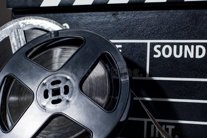 特写镜头影片照相机黑板和卷 免版税库存图片