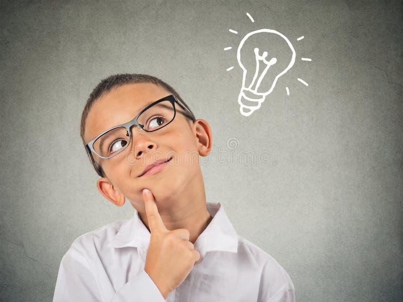 特写镜头想法的孩子 免版税库存照片