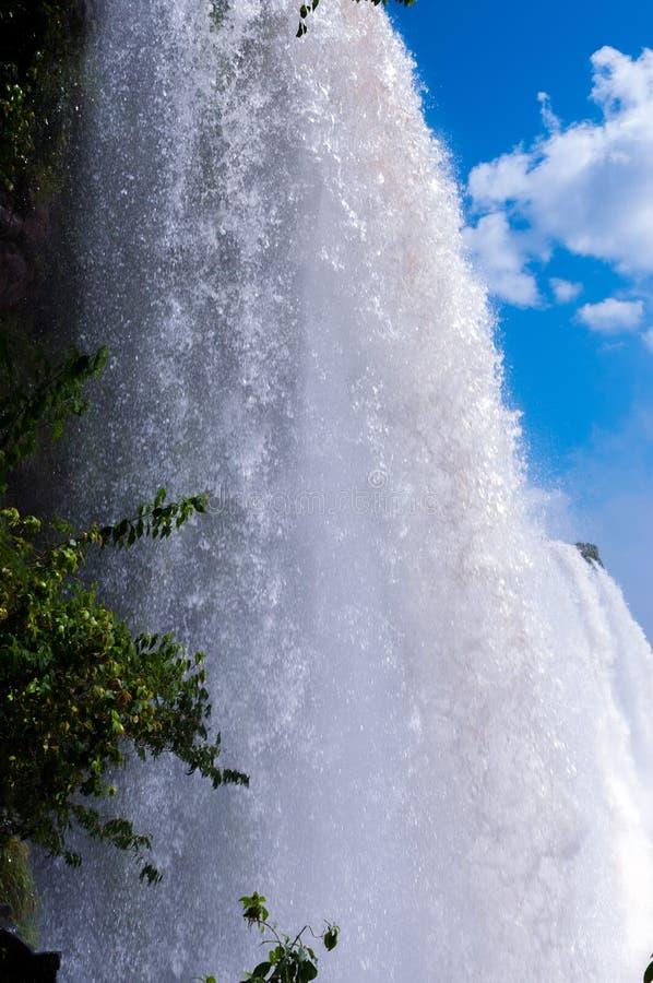 特写镜头瀑布。伊瓜苏瀑布在巴西 免版税库存照片