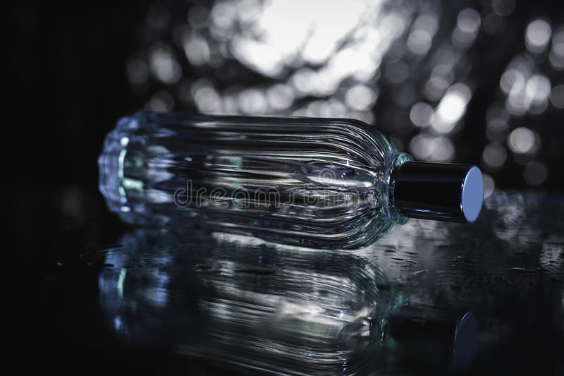 特写镜头瓶香水 免版税图库摄影