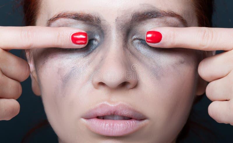 特写镜头观点的有闭上的眼睛的女性 免版税库存图片