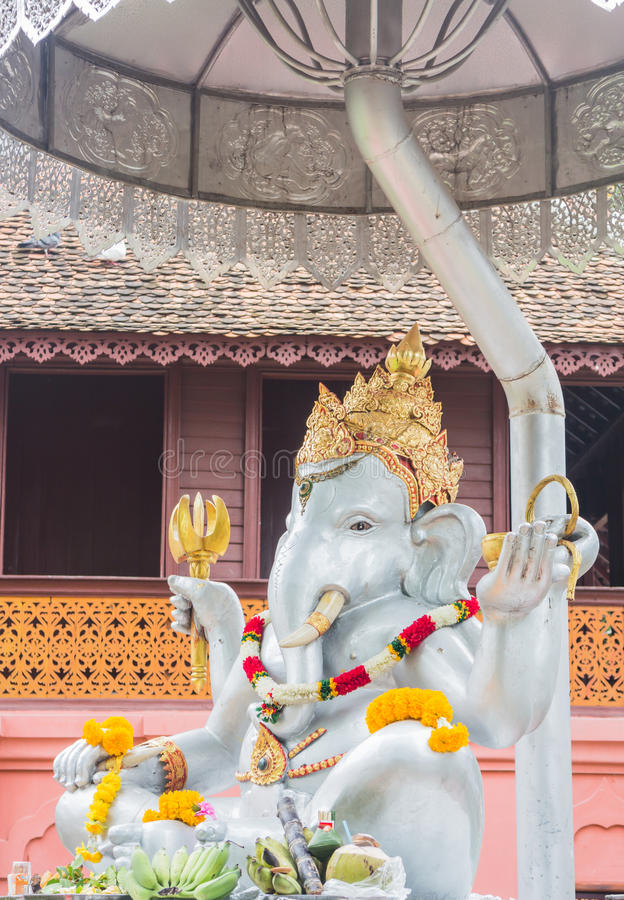 特写镜头ganesh在寺庙清迈, Thaila的银雕塑 图库摄影
