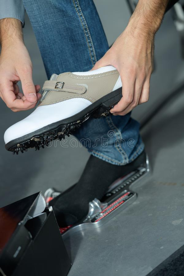 特别瓦片安装员鞋子 免版税库存照片