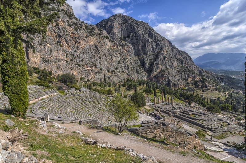 特尔斐希腊 特尔斐古老剧院和阿波罗教堂 库存照片