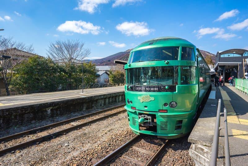 特快Yufuin九州铁路局小是跑f的特快列车服务管理的没有Mori火车九州 库存图片