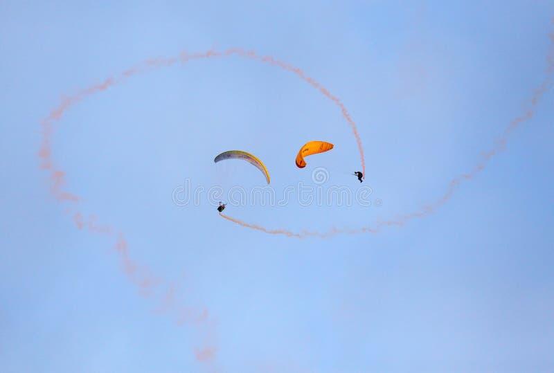 特技滑翔伞小组 库存图片