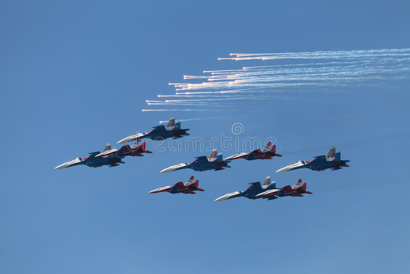 特技队Swifts和俄国骑士 库存照片