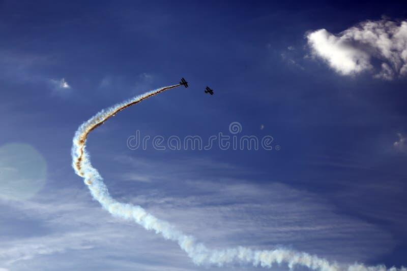 特技飞行表现在飞行表演 库存图片