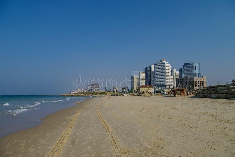特拉唯夫都市风景和海滩全景从贾法角老por的边 免版税库存图片