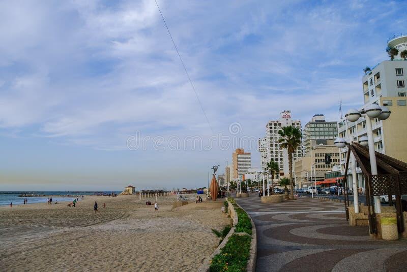 特拉唯夫,以色列2010年12月9日:城市海滩看法和emban 库存照片