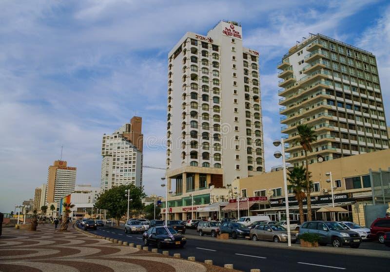 特拉唯夫,以色列2010年12月9日:现代房子和加州看法  免版税库存照片