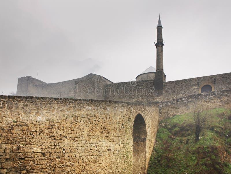 特拉夫尼克堡垒 达成协议波斯尼亚夹子色的greyed黑塞哥维那包括专业的区区映射路径替补被遮蔽的状态周围的领土对都市植被 免版税库存照片