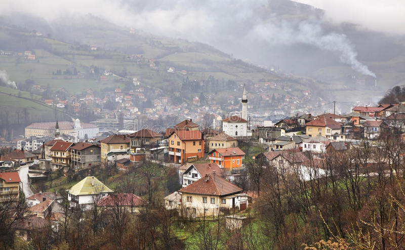 特拉夫尼克 地区莫斯科一幅全景 达成协议波斯尼亚夹子色的greyed黑塞哥维那包括专业的区区映射路径替补被遮蔽的状态周围的领土对都市植被 免版税库存图片