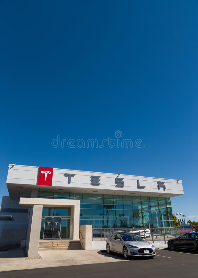 特斯拉开汽车汽车经销权 库存照片