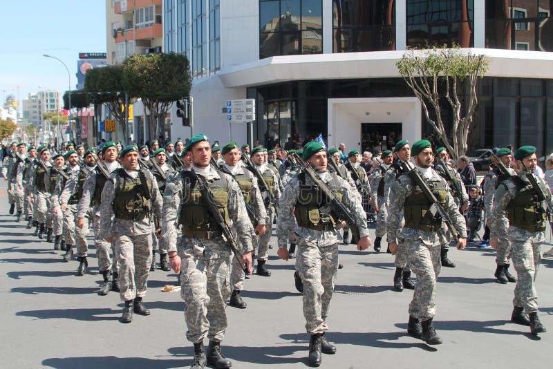 特种部队的军人在游行的 库存图片