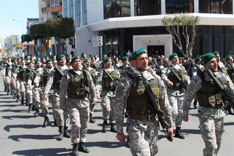 特种部队的军人在游行的 免版税库存图片