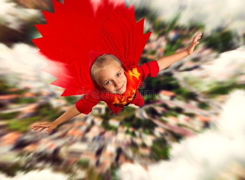 特级英雄女孩飞行 免版税库存图片