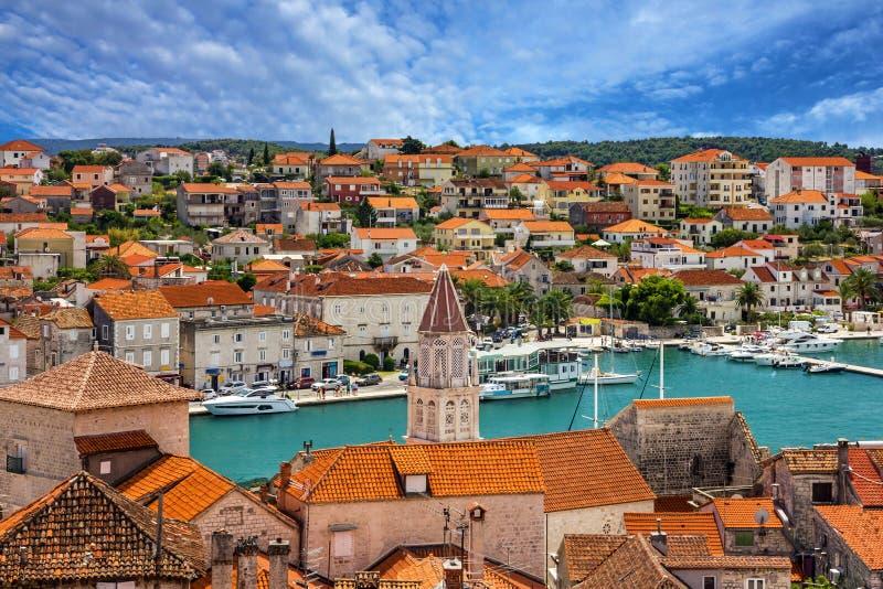特罗吉尔,克罗地亚,镇全景,克罗地亚旅游destinati 免版税库存图片