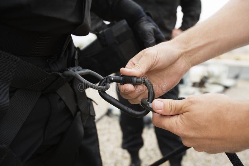 特警队用上升的设备 库存图片