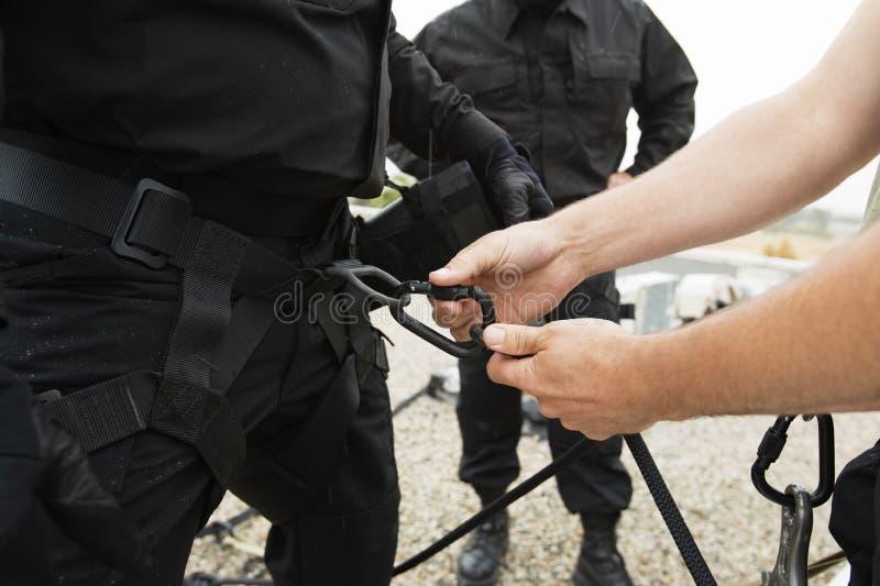 特警队用上升的设备 库存照片