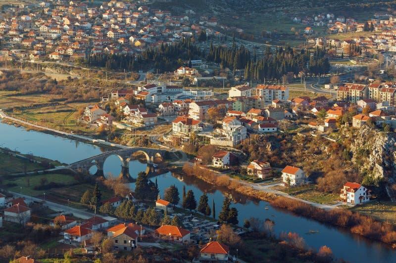 特雷比涅市 达成协议波斯尼亚夹子色的greyed黑塞哥维那包括专业的区区映射路径替补被遮蔽的状态周围的领土对都市植被 免版税库存图片