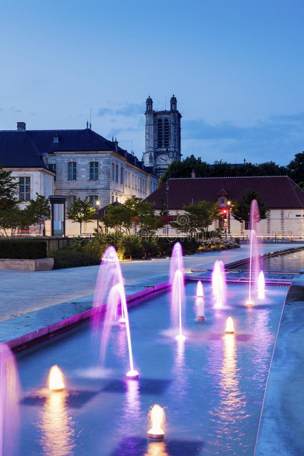 特鲁瓦大教堂在晚上 免版税图库摄影