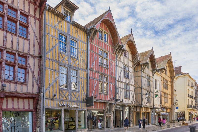 特鲁瓦,法国老镇的著名半木料半灰泥的房子  免版税库存图片