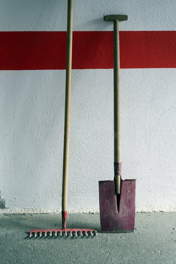 犁耙铁锹 库存图片