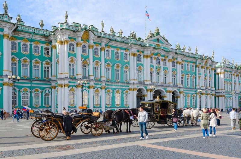 状态偏僻寺院冬宫,圣彼德堡,俄罗斯 免版税库存图片