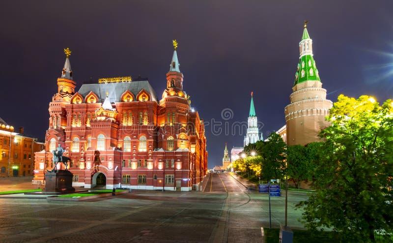 状态历史博物馆和克里姆林宫塔在晚上,俄罗斯 库存照片